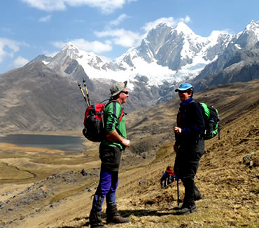 Tourists in Mitucocha, behind Hirishanca peak